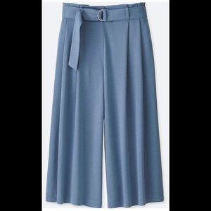 Uniqlo blue belted wide cropped pants NWT !!